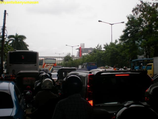 Jl.Manggaduaraya, depan ITC
