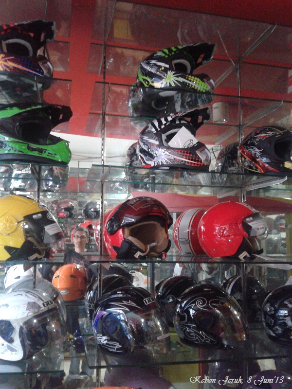 toko Helm import khusus  Snail di sentra spare part sepeda motor Kebon Jeruk jakarta barat