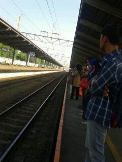 stasiun jatinegara.jpg