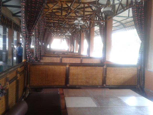 salah satu sudut interior Resto abah '9