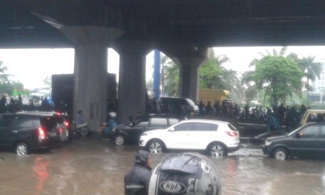 Jalan Yos Sudarso, Jakarata tadi pagi, 23 Januari 201, sekira jam 10.00