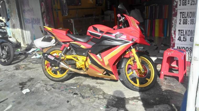 pulsar 220 cutting sticker