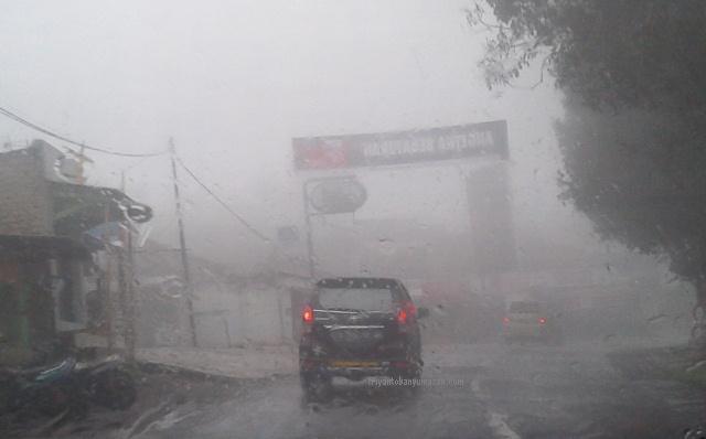 subang hujan dan berkabut