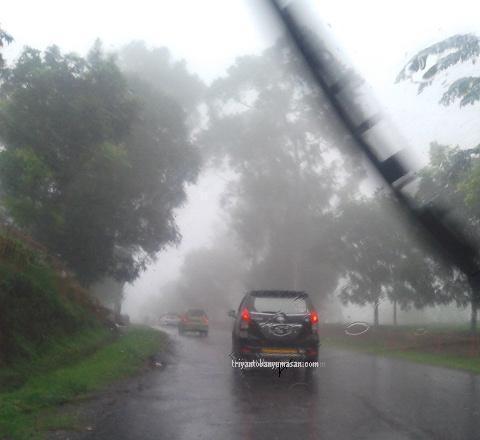 subang hujan lebat dan kabut