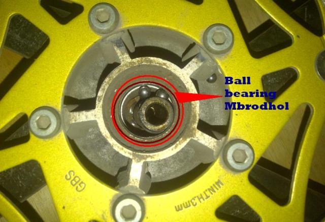 Contoh ball bearing yang mbrodol, Dan harus akal-akalan buat mbongkarnya