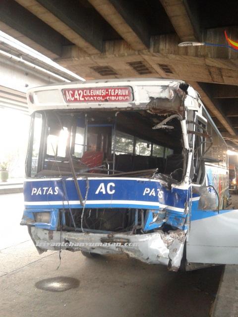 kecelakaan bus jakarta