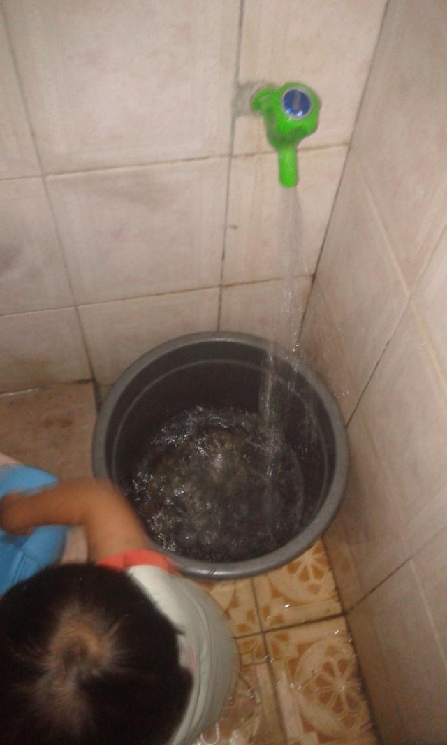 main air dulu di kamar mandi, krn ga kuat ngangkat ember isi air