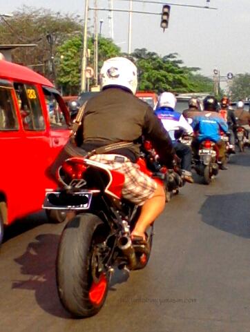 knalpot racing akrapovic buat yamaha r25