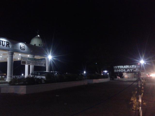 jalan depan Masjid