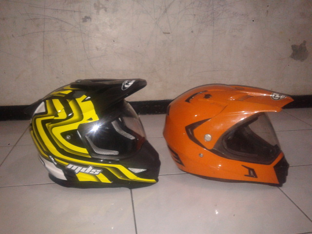 wpid-side-helm-mds-super-pro-vs-snail-supermoto.jpg