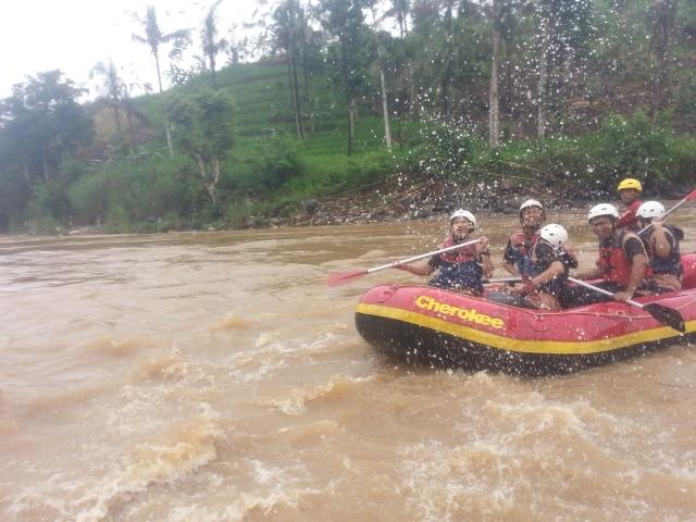 Rafting-cherokee-adventure-citatih-sukabumi1
