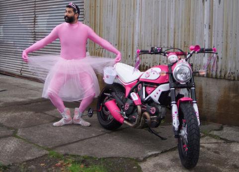 modifikasi-ducati-scrambler-warna-pink-hello-kitty-thema
