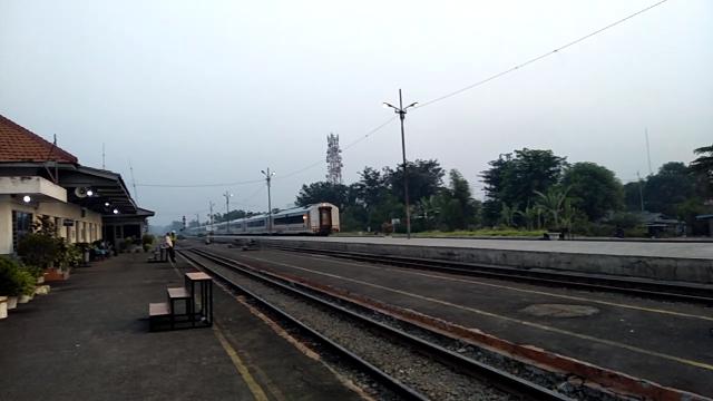 Kereta Api Lokal, Sahabat Baru Saya   Triyanto Banyumasan Blog's